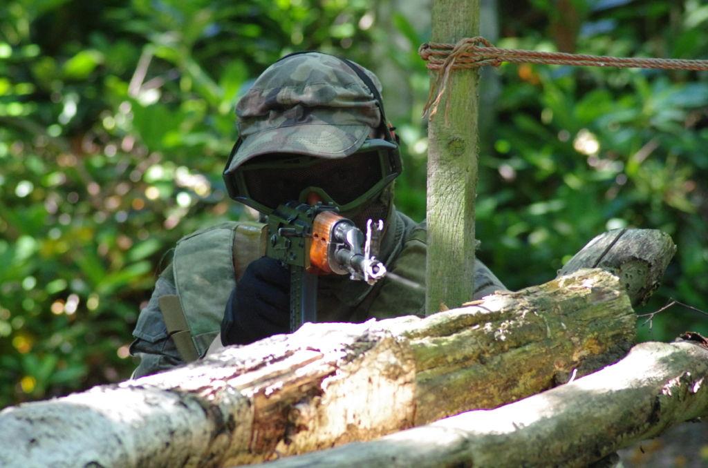 An AEG Kalashnikov. You can see the BBs leaving the barrel.